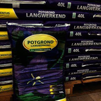 Florentus potgrond premium met 6 maanden voeding, geeft u plant in het eerste jaar 30-40 % extra groei en bloei