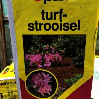 Turfstrooisel ideaal voor winterbescherming en voor zuurminnende planten